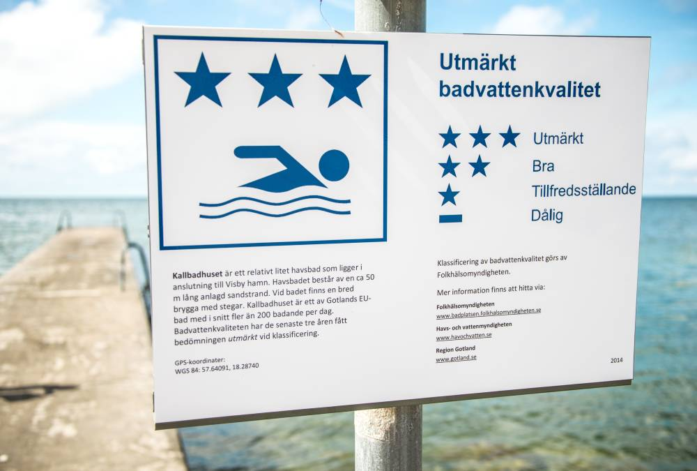 Example sign. Excellent bathing water quality.